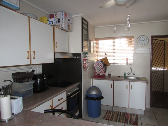 Condominium in Uvongo - 003_Kitchen.JPG