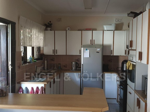 House in Uvongo - 005 - Kitchen.jpg