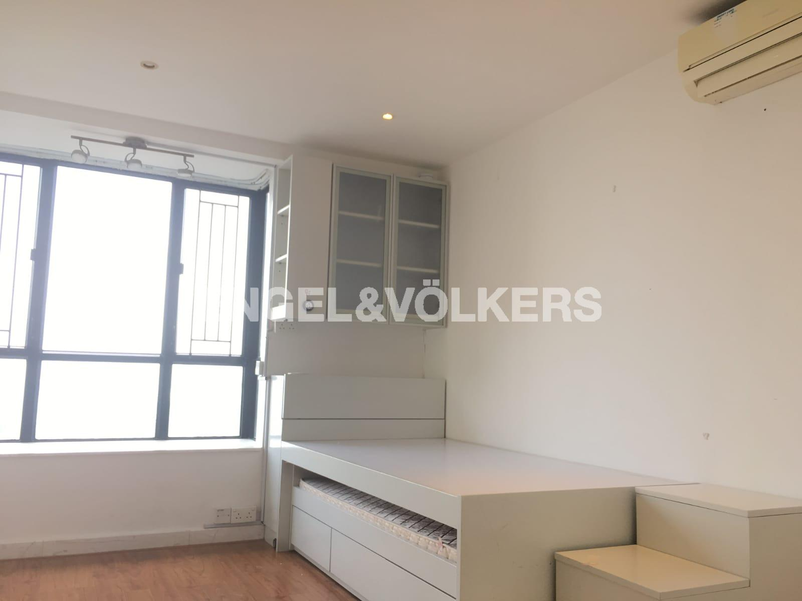 Apartment in Mid Level Central - Clovelly Court 嘉富麗苑