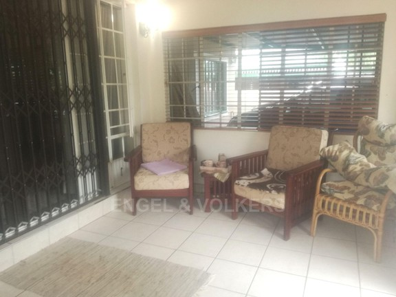 House in Melodie - Enclosed patio.jpg