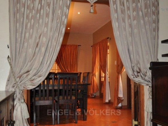House in Doringkloof - Entrance to Dining room.JPG