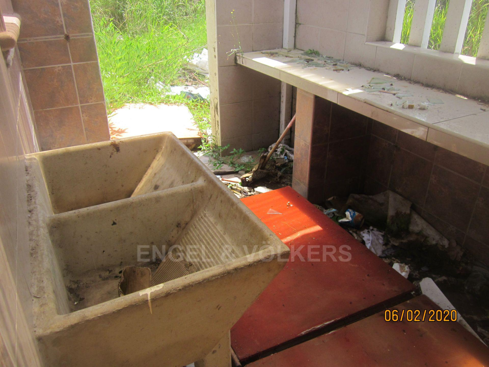 Land in Uvongo - 006 Scullery.JPG