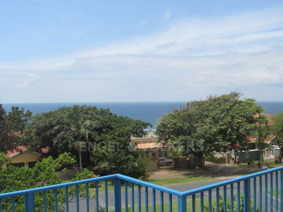 Condominium in Uvongo - 17 Sea View 2.JPG