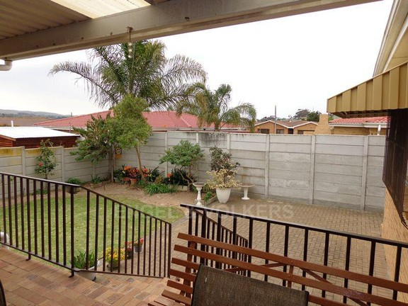 House in Sonstraal Heights - Garden view from stoep