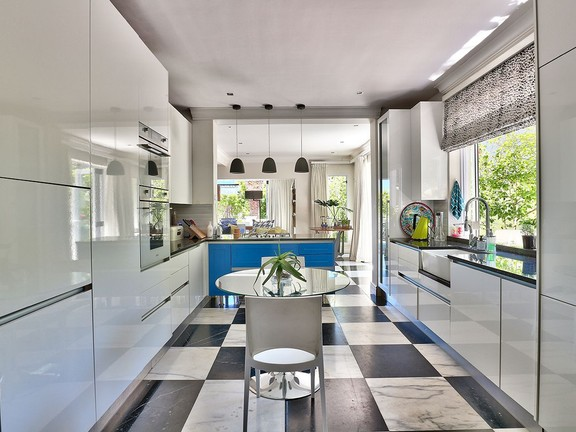 House in Camps Bay - Kitchen.