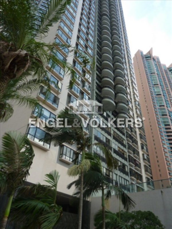 Apartment in Mid Level Central - Clovelly Court 嘉富麗苑二座