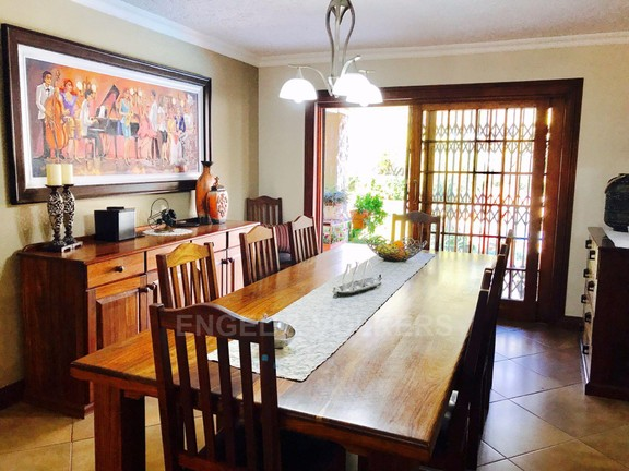 House in Melodie - Dining area 1.jpg
