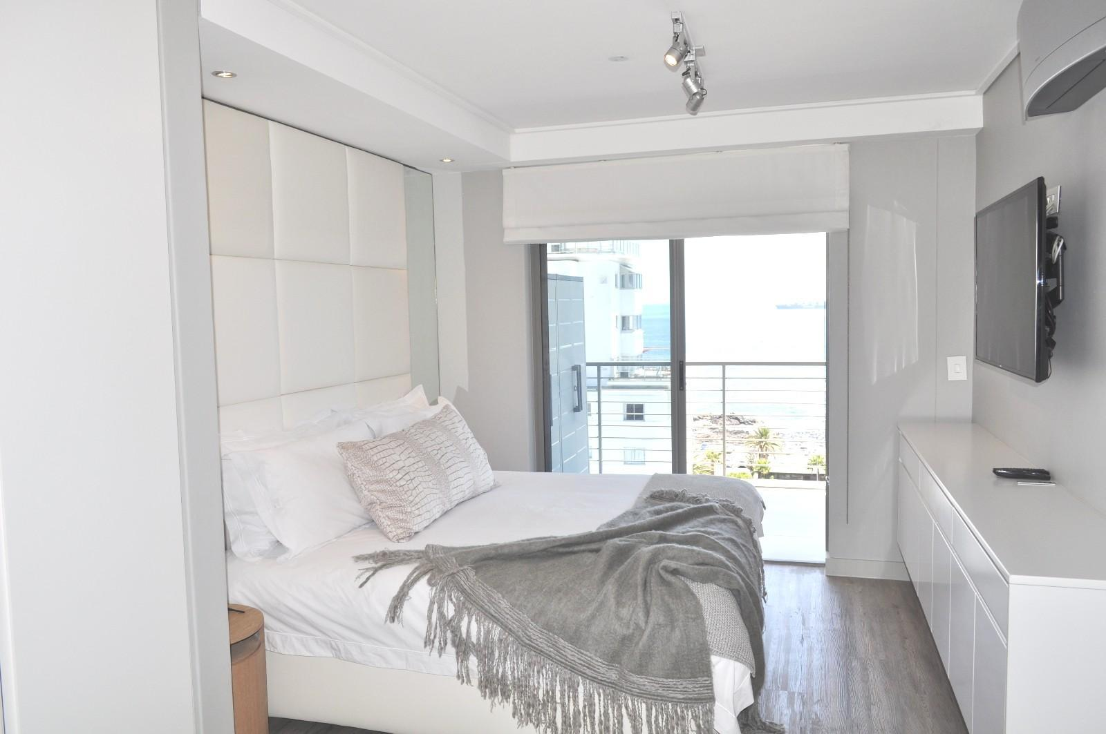 Apartment in Sea Point - Main bedroom_Side view
