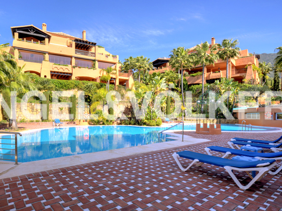 Apartment for sale in Lagos de Sierra Blanca Marbella