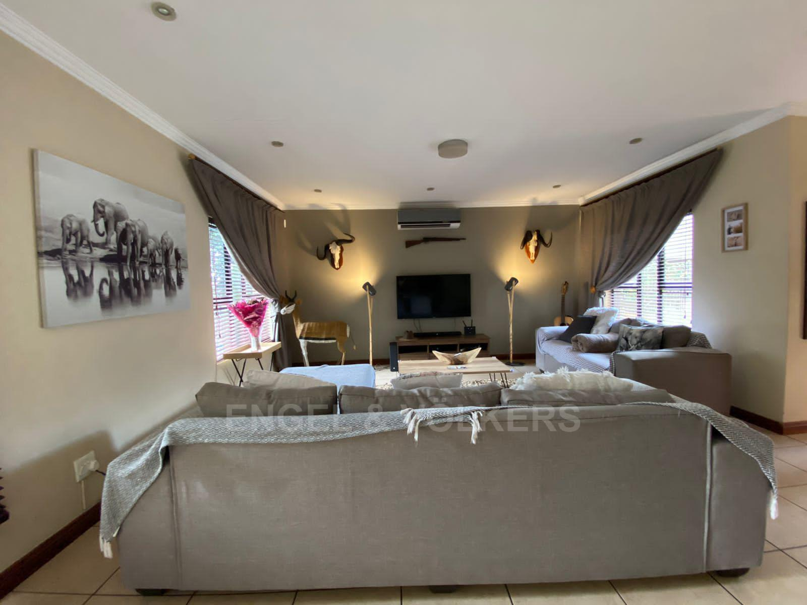 House in Melodie - Open plan living area
