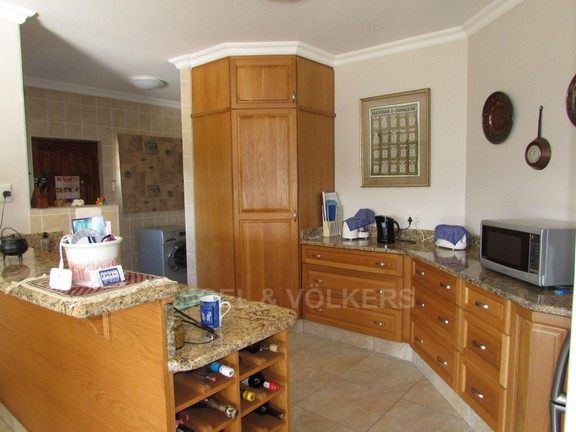 House in Southbroom - 004-Kitchen.JPG