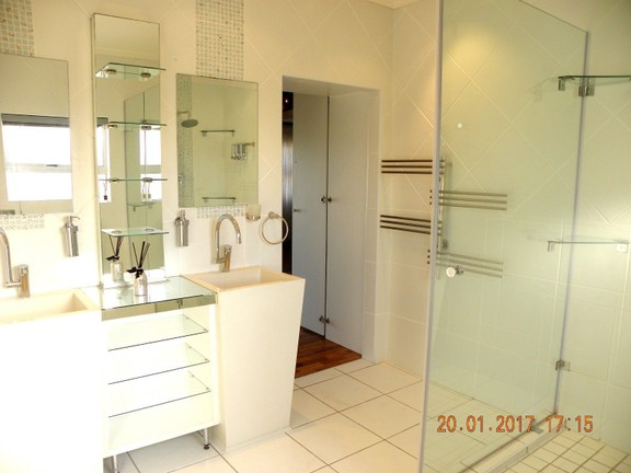 House in Bonnie Doon - Main en suite bathroom