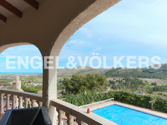 House in La Sella Golf - Covered terrace with views.