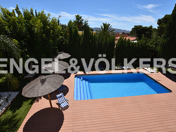 House in La Nucia - Swimming pool view from first floor terrace