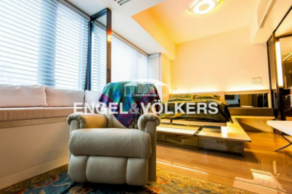 Apartment in Mid Level West - GRAMERCY 瑧環