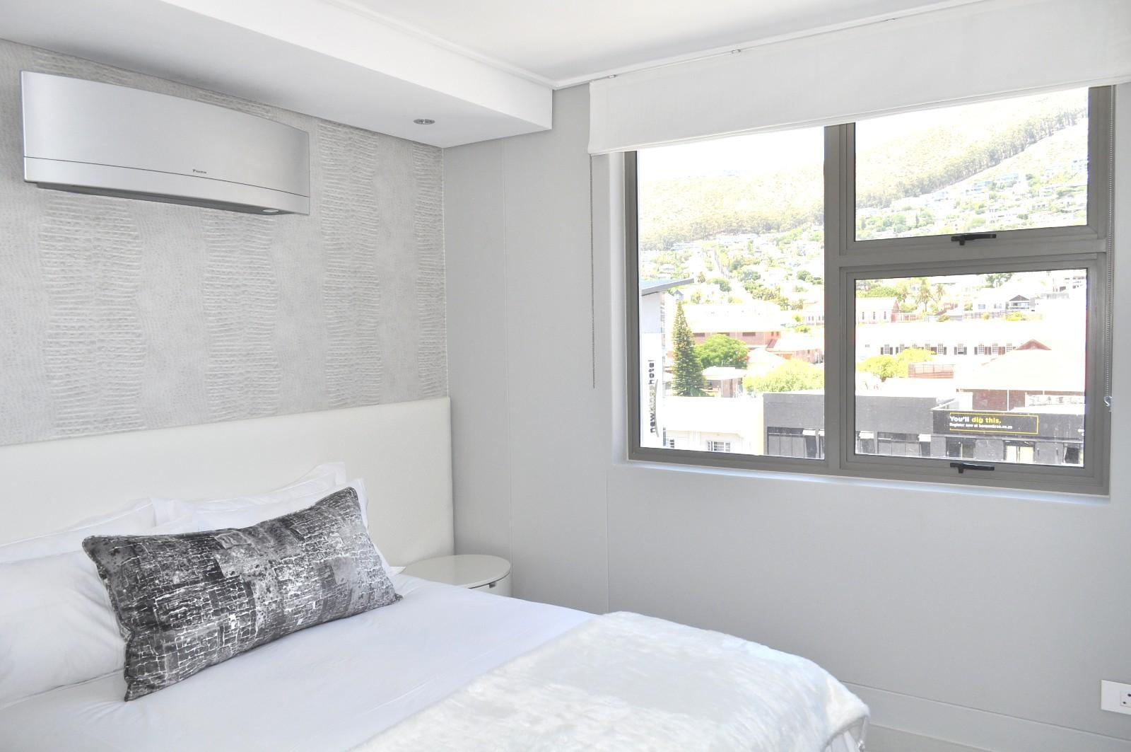 Apartment in Sea Point - Bedroom_Aircon and View
