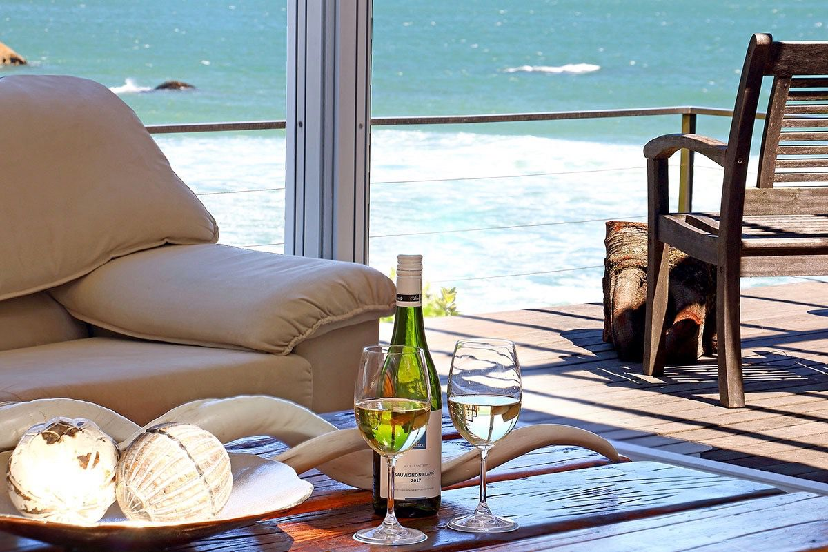 House in Camps Bay - 6.US LOUNGE VIEW WHITE WINE.jpg