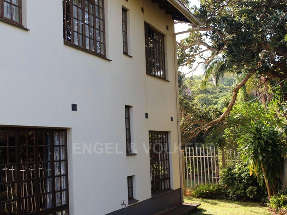 House in Leisure Bay - 001 Side of house.JPG