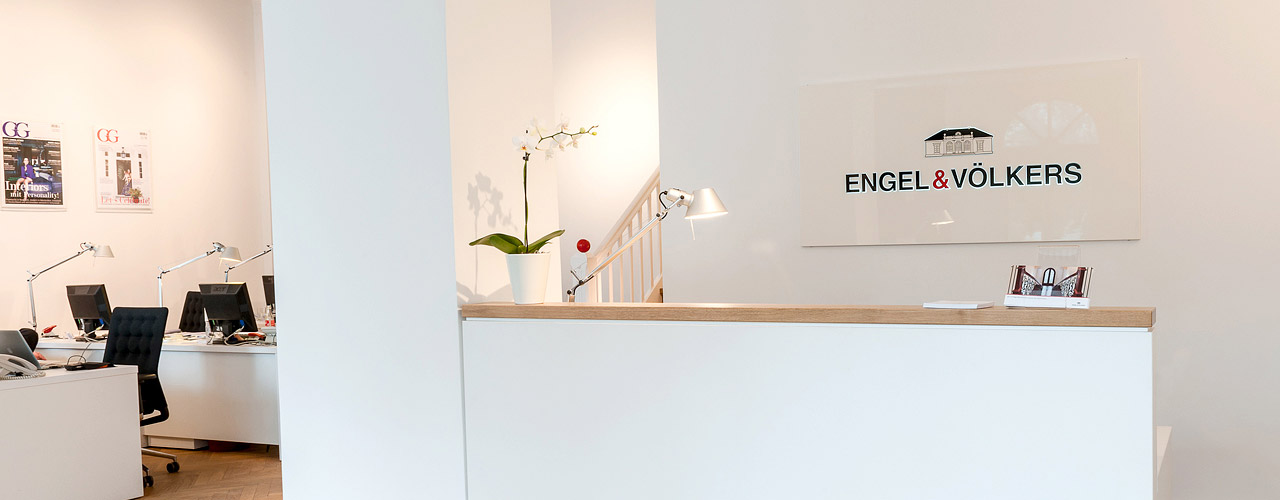 Engel & Völkers - Discover our latest rental apartment listing: 272 sqm, 6 rooms, 3 bathrooms, bar, lift, 2 balconies, parking