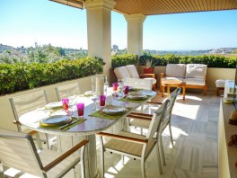 Elegant apartment plus studio at the Las Brisas Golf Club in Nueva Andalucia
