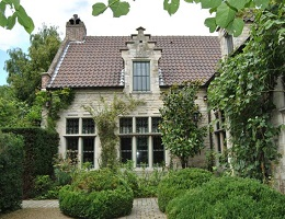 View on a historic cottage surrounded by nature in Mechelen