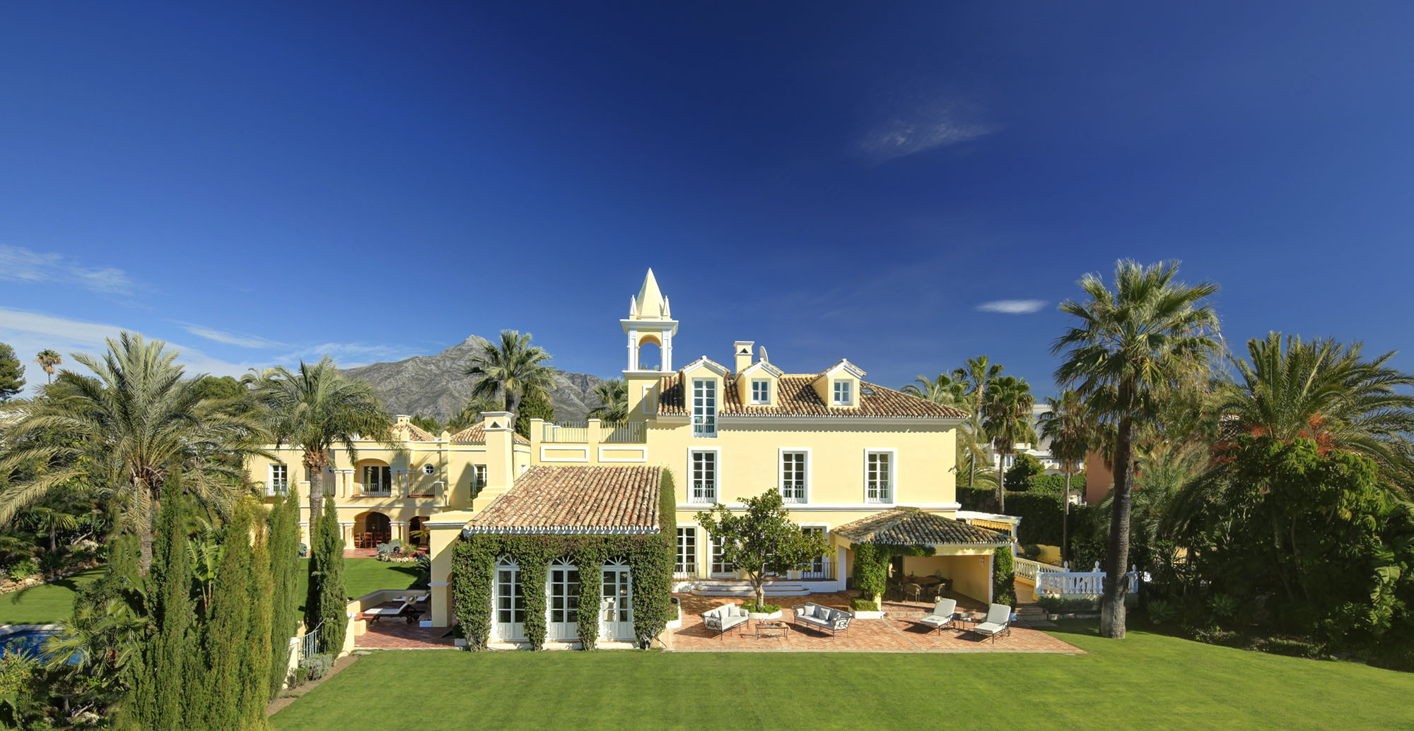 Mansion in chateau-style