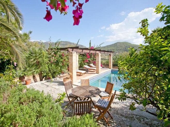 Pool of a Finca in Andratx, with plenty of sun loungers, surrounded by beautiful flowers and plants