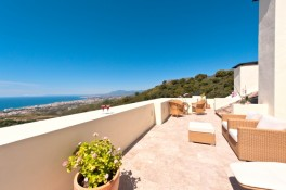 Luxury penthouse for sale with panoramic views in Los Monteros Hill Club