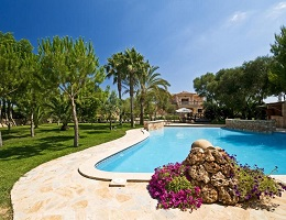 Villa at the end of an amazing garden in Llucmajor with palms and pool