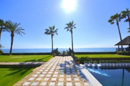 Frontline beach luxury villa for sale in Los Monteros Marbella