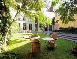 Garden of a spacious house in Gent with a large territory to relax on