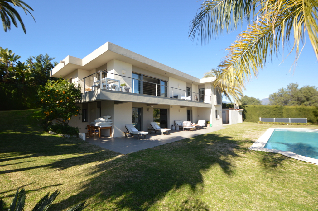 Design property close to Puerto Banús