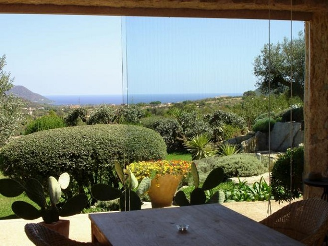 Finca in Cala Ratjada with a beautiful garden, pamtrees and sea view