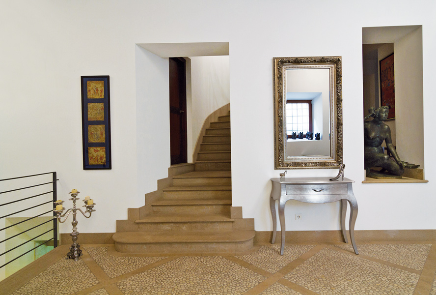 Travel Tuesday: Townhouse in Palma