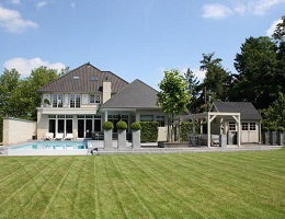 Front view of a Villa in Hasselt with unique views surrounded by nature
