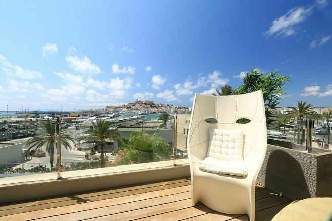 Villa with a wonderful view over Ibiza