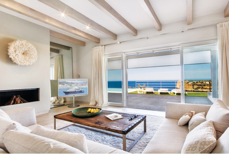 Travel Tuesday: Luxury Seaside Home