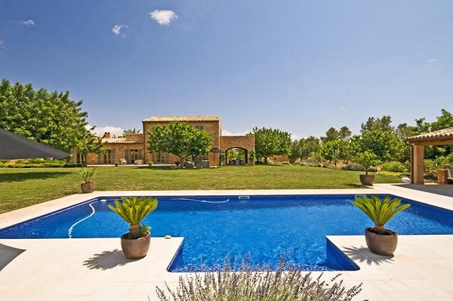 Finca with large property in Santa Maria