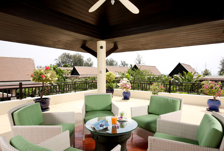 Creating an outdoor lounge