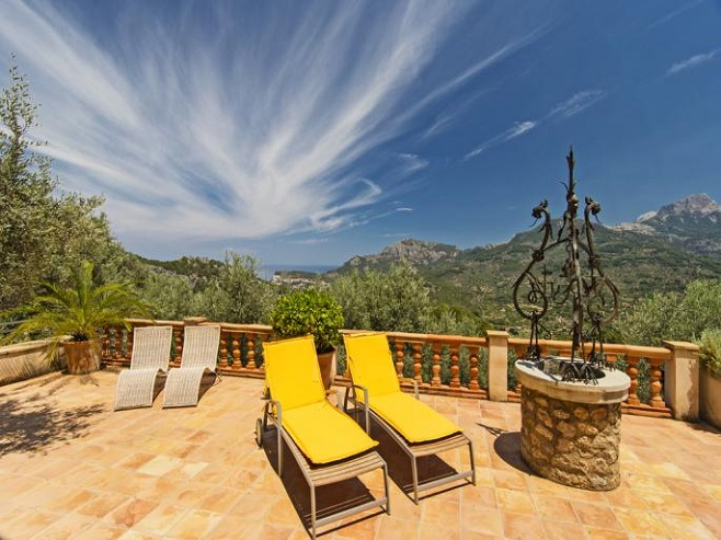 Terrace of a finca in Sóller with views over the valley