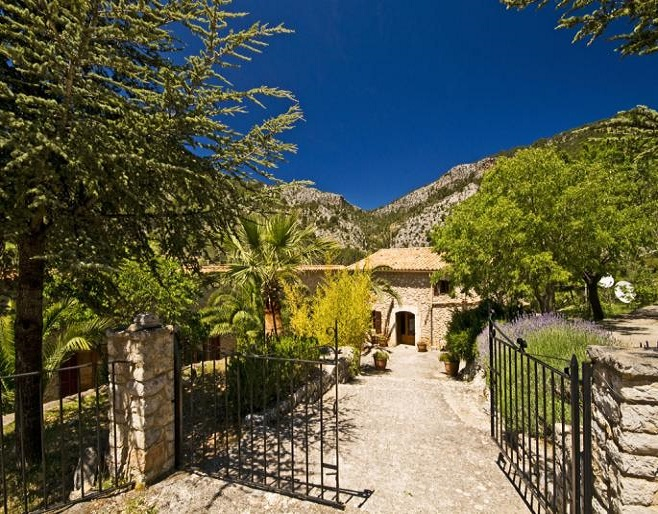 Finca in Alaró surrounded by mountains