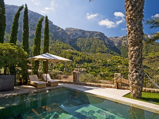 Villa in Deià with sea and mountain views
