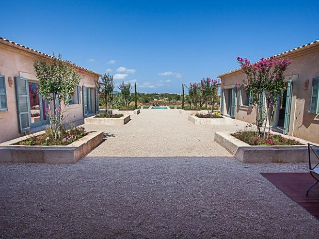 Finca in a U shape with a large courtyard in Santanyi