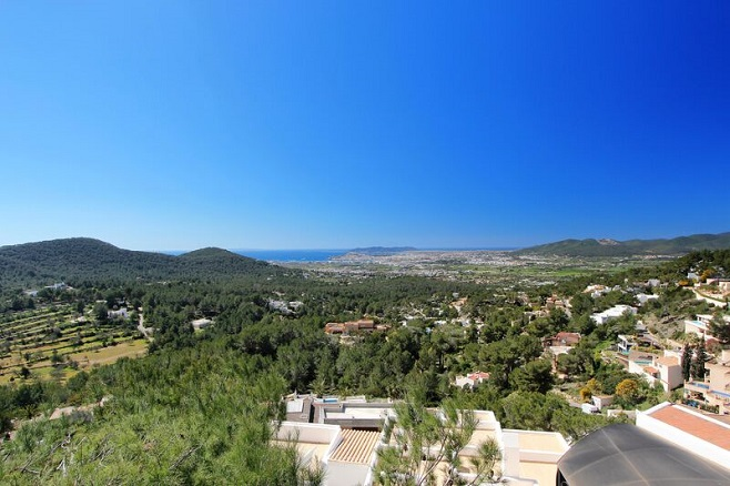 Overview of Ibiza and its dream properties