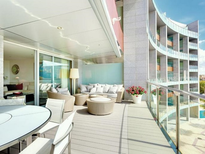 Stylish terrace of an apartment with sea views (Portixol)