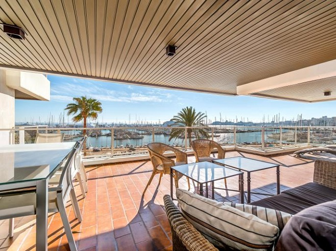 Stunning apartment with sea and harbor views (Paseo Maritimo)