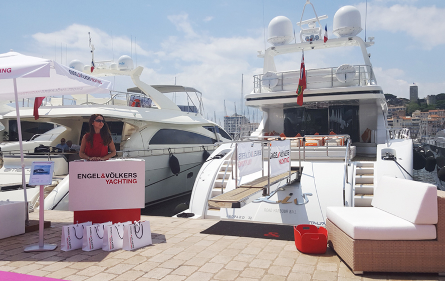 "Famous luxury brands exhibited their products and services at the marina in Cannes, as part of the ""Cannes Collection"" held at the beginning of June. Also on show were Engel & Völkers Yachting and Engel & Völkers Aviation."