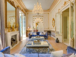 01. Spectacular Belle Etage in an elegant palace