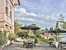 villa in Zurich with private shoreline Aussenansicht 1