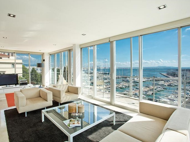 Penthouse overlooking the port (Paseo Maritimo)